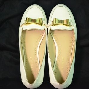 Adrienne Vittadini Flats, White With Gold Bow, 7M